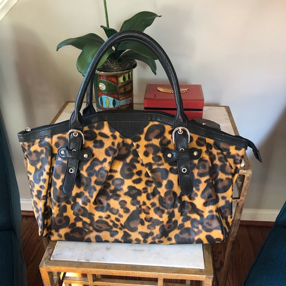 Leopard Print Shoulder Bag With Black Accents
